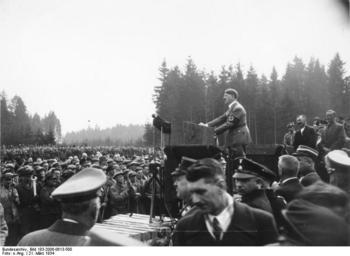 アウトバーン起工式で演説するヒトラー.jpg