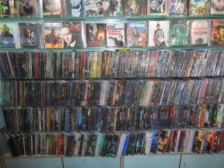 コピー版DVDの棚.jpg